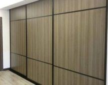 Hệ khung G13 sơn tĩnh điện màu đen Bề mặt laminate vân gỗ