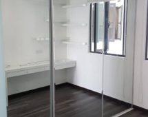 Hệ khung G12 sơn tĩnh điện màu trắng Bề mặt kính gương