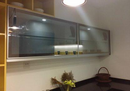 Góc bếp ngày nay đang là tâm điểm chú ý của nhiều chủ sở hữu. Khu vực này dần được điểm tô với nhiều màu sắc mới của chất liệu nhôm kính, đặc biệt là cửa tủ nhôm kính. Trong giới hạn bài viết này sẽ chia sẻ các thông tin hữu ích nhất về […]